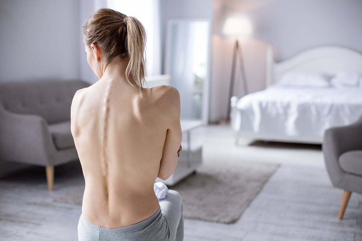 topless woman showing spine dealing with anorexia vs bulimia